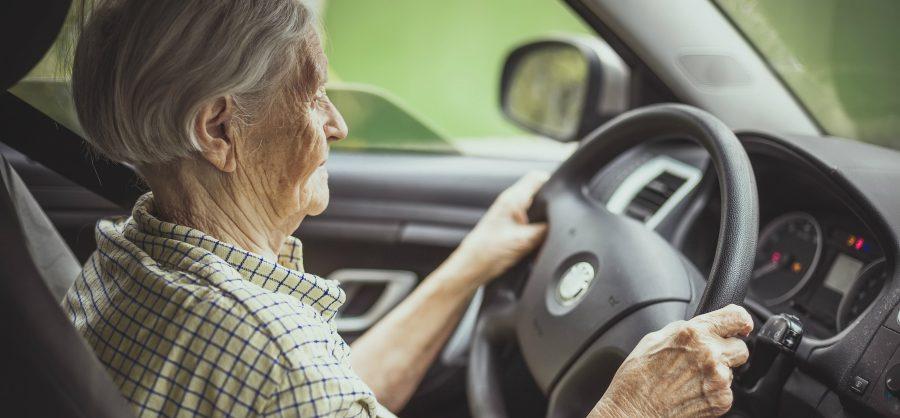oude bestuurder hoge autopremie