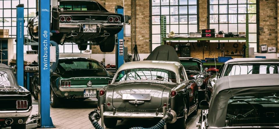 oldtimer-in-garage